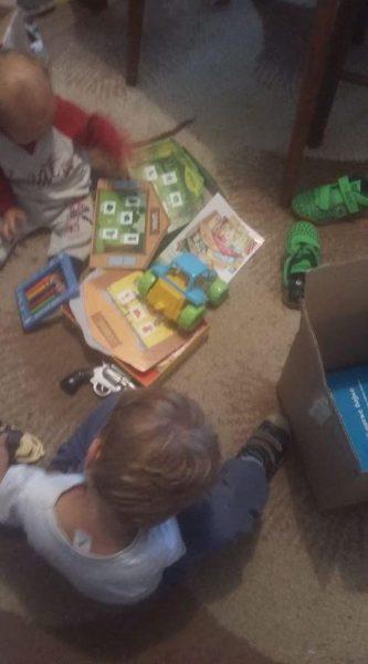 Donacija garderobe i igračaka za porodice Ilić i Sokola. 2