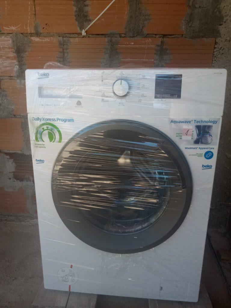 The donation of a washing machine for the Apostolović family 7
