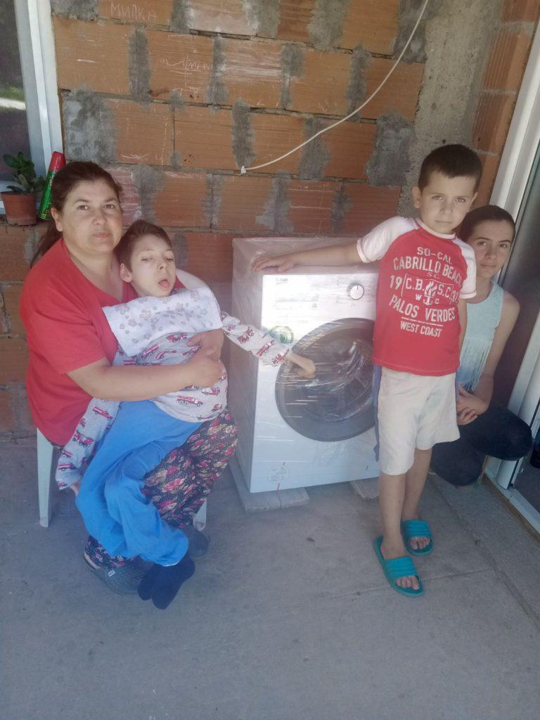 The donation of a washing machine for the Apostolović family 8