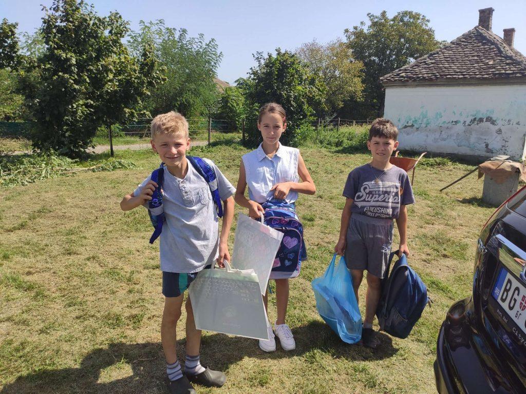 Donacija školskog pribora za porodicu Filimonović 1